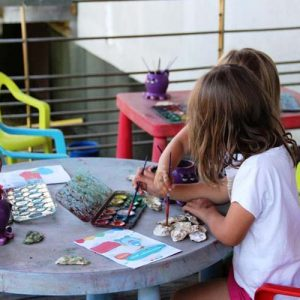 Atelier de peintre sur coquilles d'huîtres