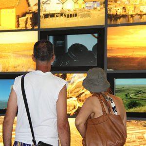Vidéos mur écran dans le hall