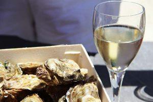 Vinb blanc et huîtres Marennes Oléron